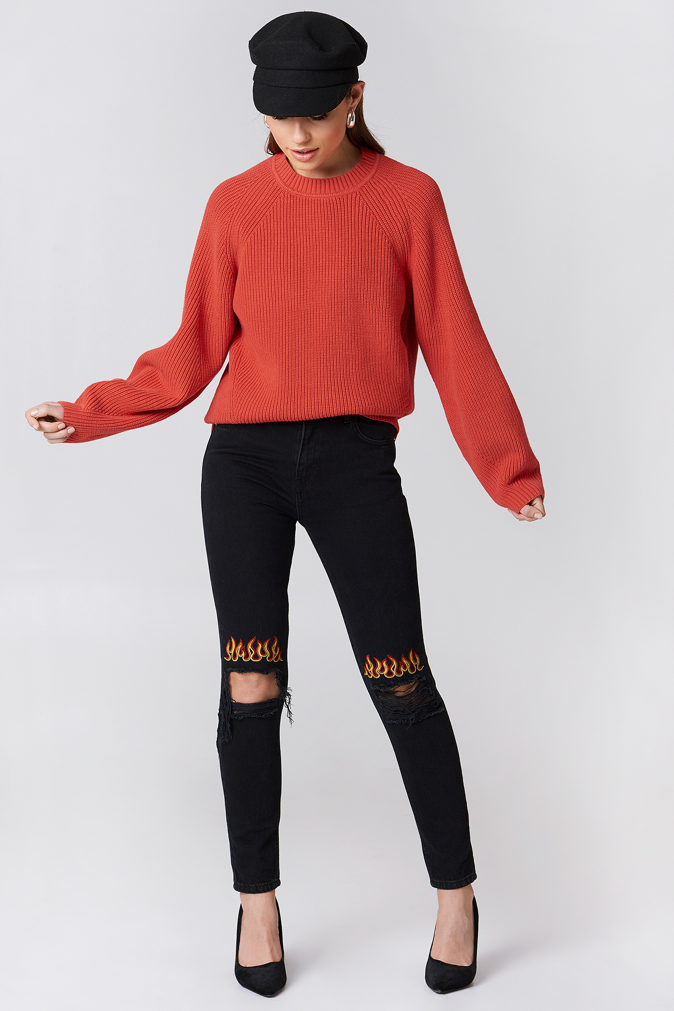 Ripped Knee Flame Embroidery Jeans NA-KDLOUNGE.DE